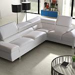 biała sofa skórzana z regulowanym oparciem