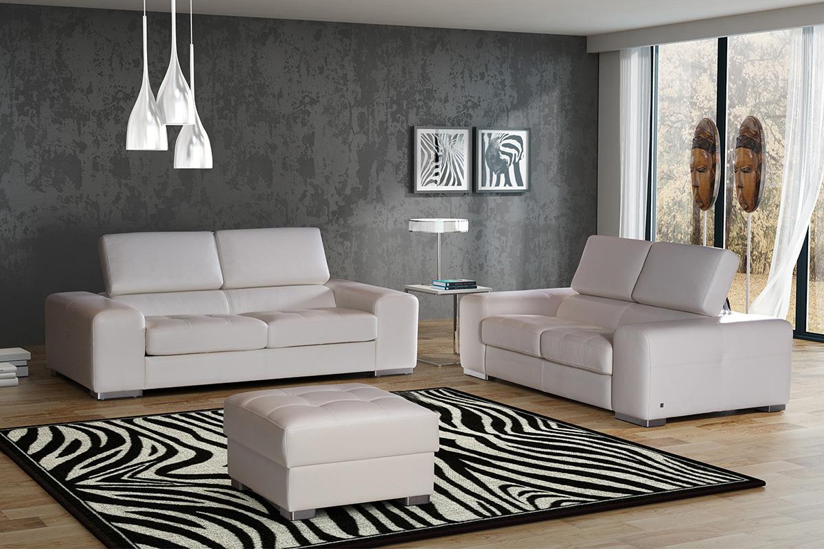 biała sofa skórzana z regulowanymi zagłówkami