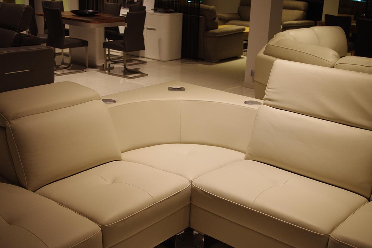 goya sofa skórzana z systemem audio