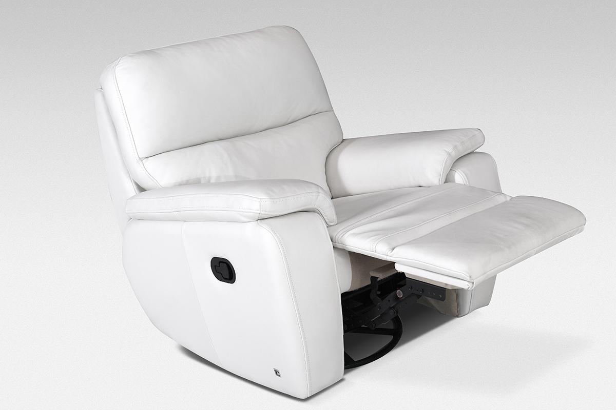 relax fotel biała skóra wysuwany podnóżek funkcja relax