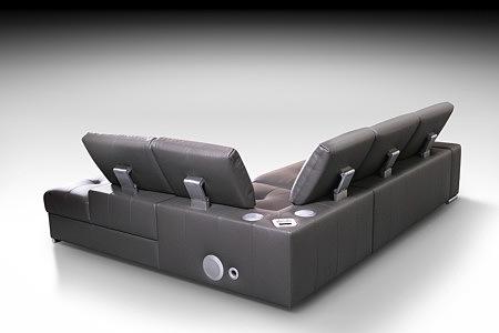 sofa skórzana z zagłówkami i głośnikami