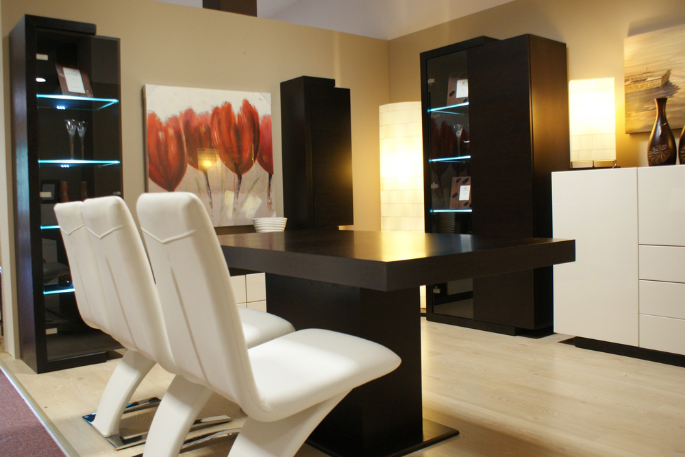 tau stół nowoczesny do salonu białe krzesła skórzane