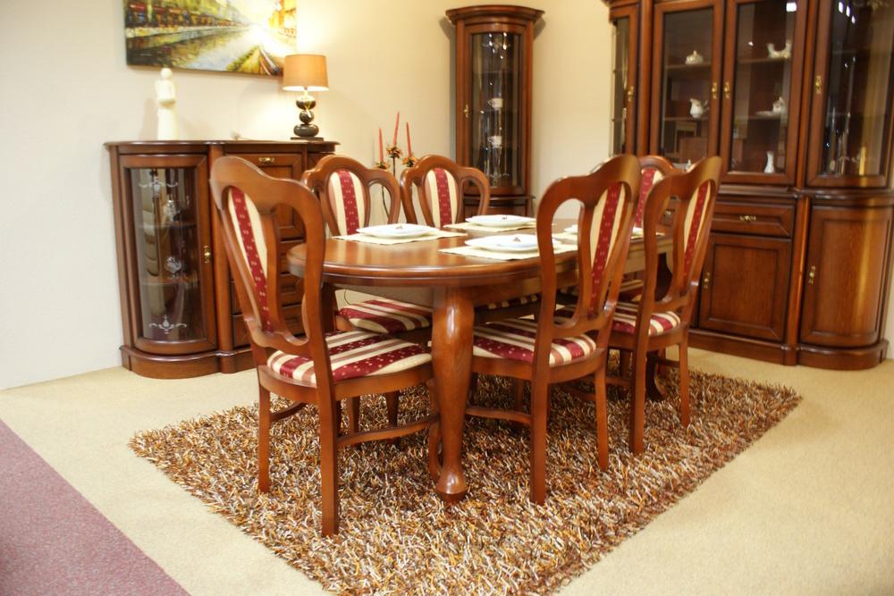dedal stół w stylu klasycznym dębowy krzesła tapicerowane zdobionym materiałem