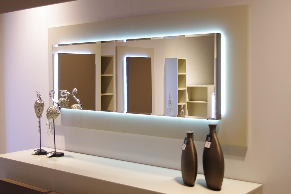sevilla lustro z białą ramą i podświetleniem ledowym