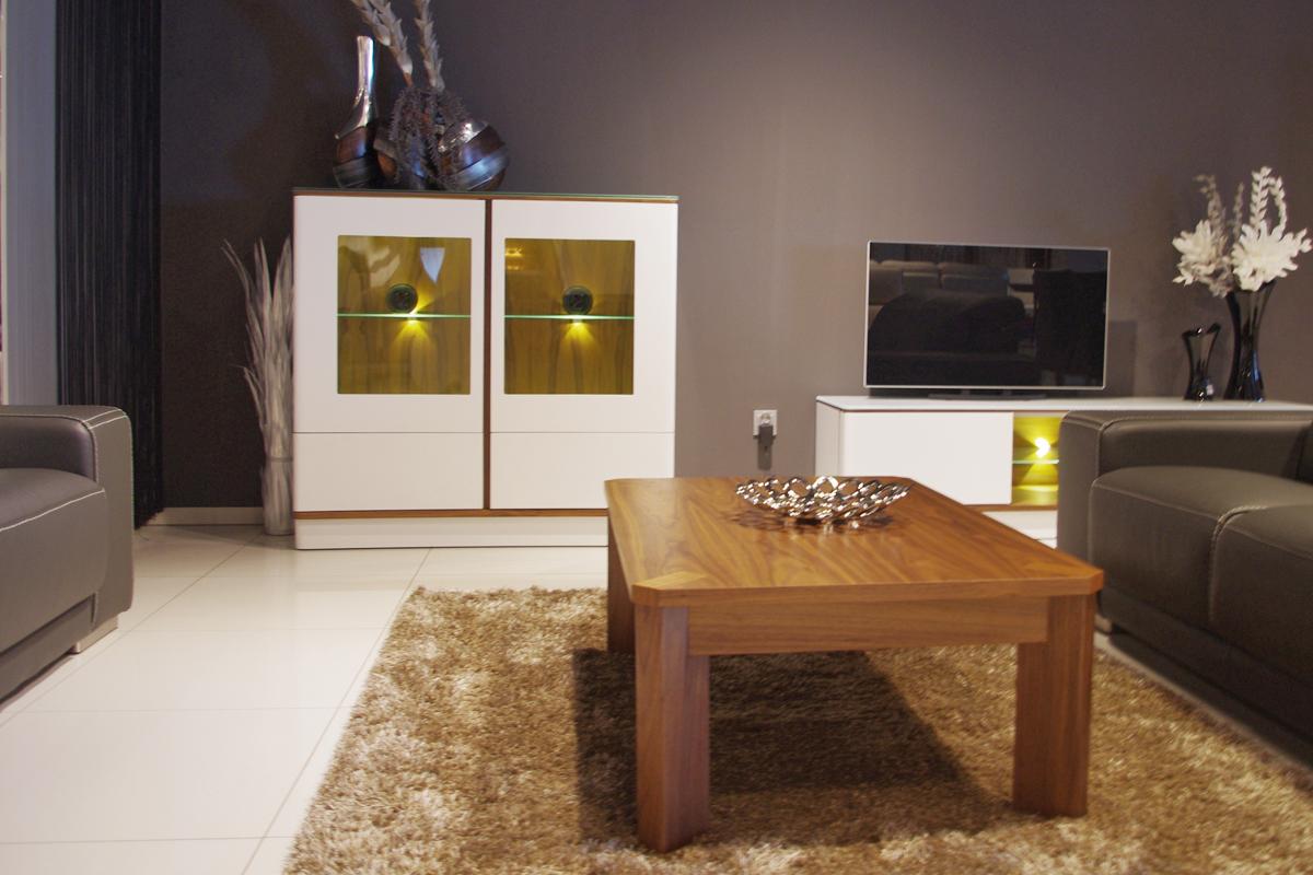 ovo białe meble w nowoczesnym salonie