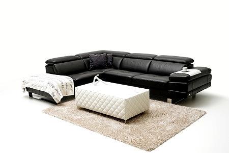 Volare wnątrze salonu urządzone z wykorzystaniem czarnych mebli wypoczynkowych