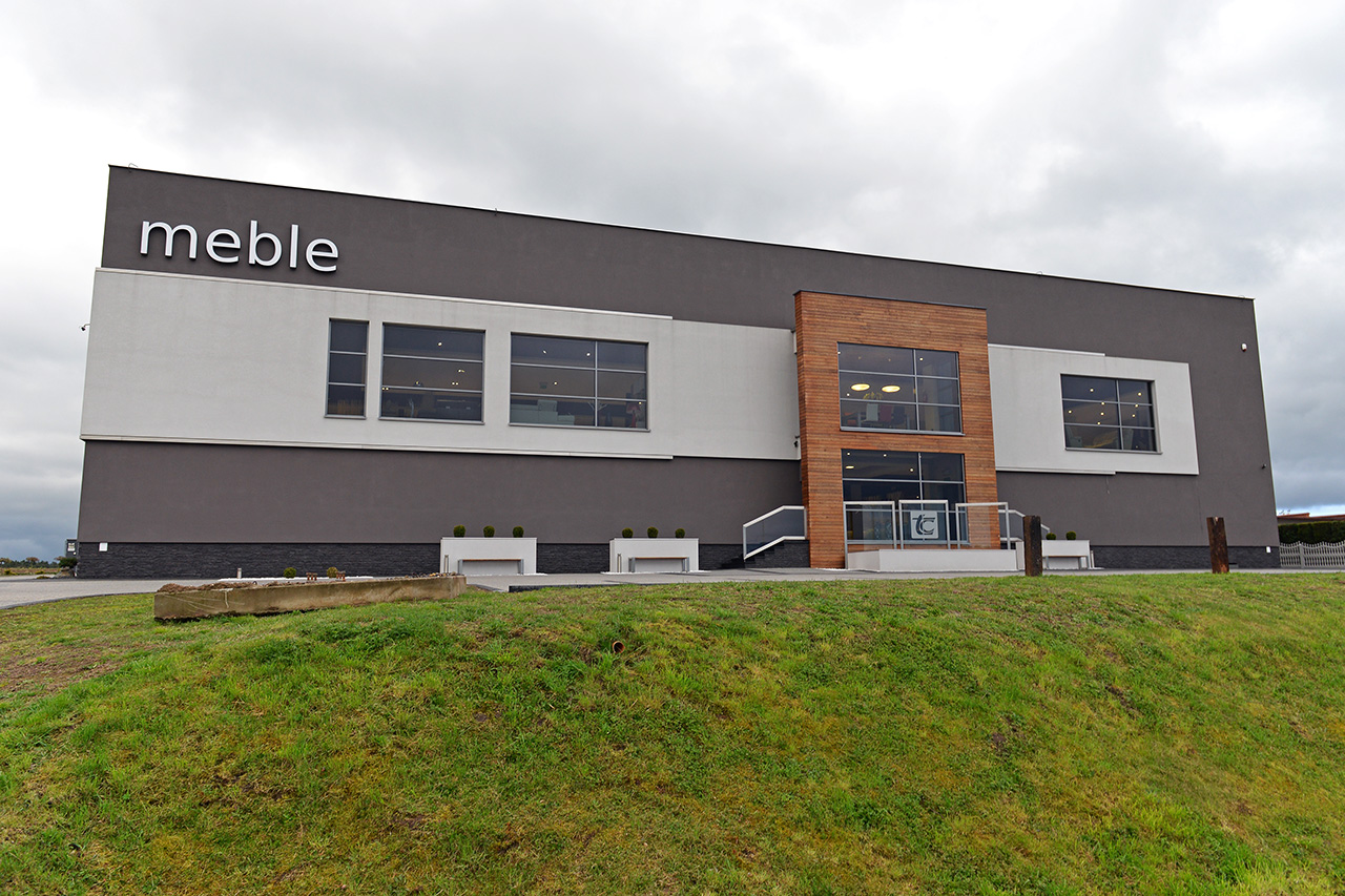 Budynek siedziby firmy TC Meble Dobrodzień