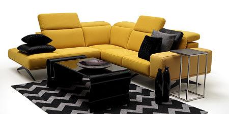 Giotto żółta sofa w aranżacji nowoczesnego salonu
