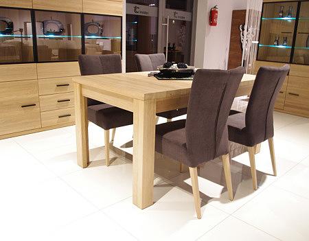 alfa stół z brązowymi krzesłami tapicerowanymi