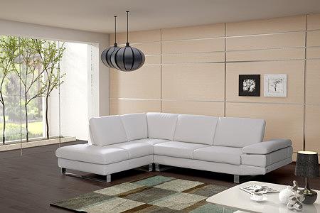 biała sofa skórzana regulowane oparcie