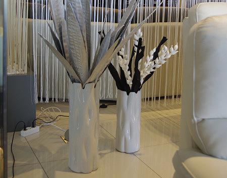 białay ceramiczny wazon na podłogę