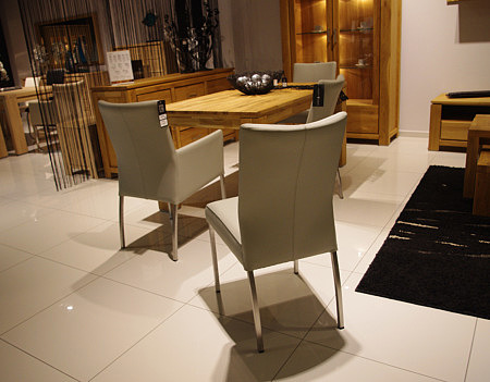 carla1 krzesła do salonu metalowe tapicerowane skórą