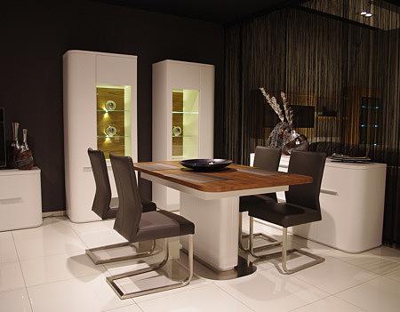 carla3 krzesła metalowe skórzane stół z jedną nogą