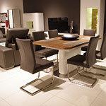 Carla3 krzesła na metalowych płozach stół na jednej nodze