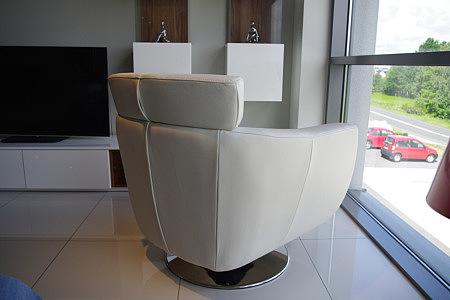 como nowoczesny fotel skórzany