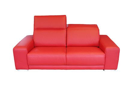 Domino - nowoczesna sofa skórzana w kolorze czerwonym, intensywna barwa czerwieni, dwuosobowa sofa do salonu, podnoszone zagłówki