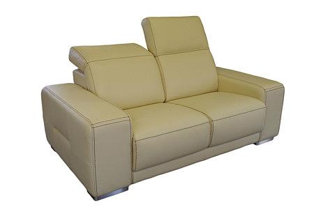 Domino - nowoczesna sofa skórzana z rozkładanymi zagłówkami, skóra w kolorze kremowym, przeszycie grubą brązową nicią