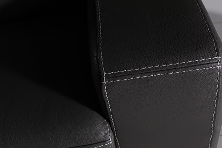 Domino - sofa przeszycie gruba nić, prezentacja detalu wykonania boku sofy
