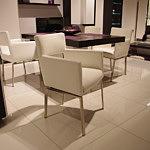 Fiesta krzesło z metalowymi nogami białe
