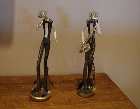 figurka saksofonisty i śpiewaka