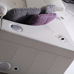 genua sofa z zamontowanym systemem audio