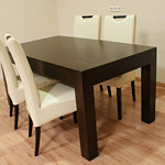 kanada2 stół dębowy z białymi krzesłami