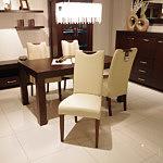 Kcomfort białe krzesło drewniane tapicerowane skórą