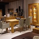 Komplet mebli do salonu stół z krzesłami metalowymi