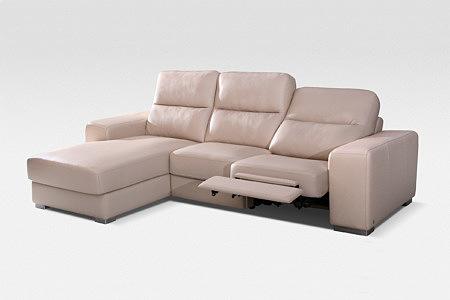 kremowa sofa z funkcją relaksu
