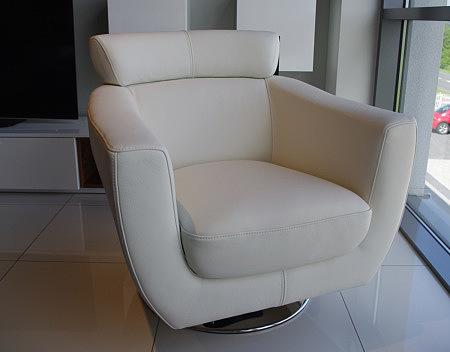 nowoczesny fotel obrotowy z zagłówkiem stopa metalowa