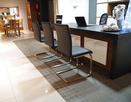 Nuvo krzesło czarna skóra metalowe nogi