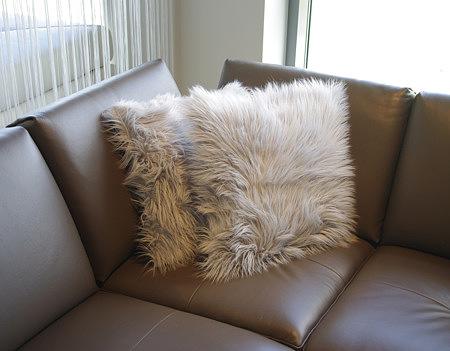 Ozdobna poduszka włochata