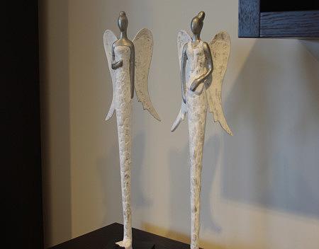 ozdobne figurki aniołów białe srebre dodatki