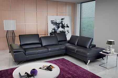 Party - nowoczesny czarny skórzany narożnik do salonu, siedziska pikowane, oparcia przesuwane, chromowane nogi płozy, eleganckie wykonanie do nowoczesnego salonu
