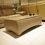 profilowana ławs akórzana stolik do salonu
