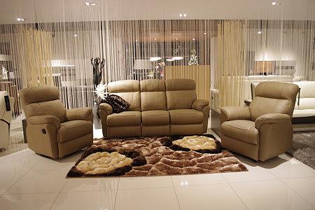 TC Meble producent Wrocław - Komplet wypoczynkowy skórzany - kolor brązowy, w skład zestawu wchodzi sofa skórzana 3-osobowa i dwa fotele skórzane z funkcją relax