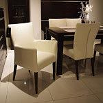 romuspod krzesło z podłokietnikiem białe skórzane