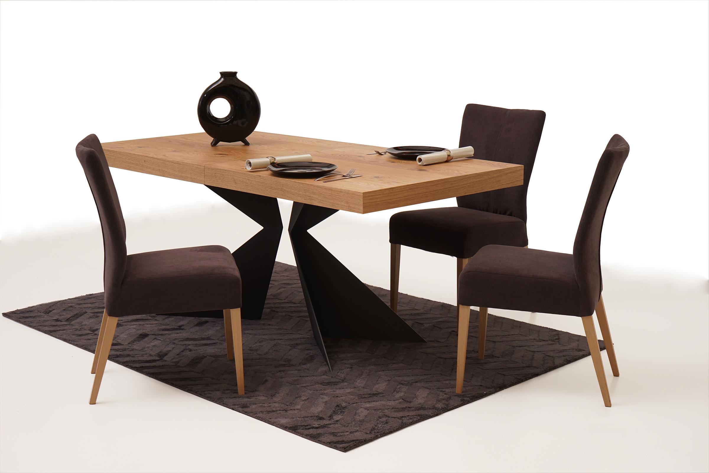 Roums przykład aranżacja salonu stół dębowy nowoczesne krzesła