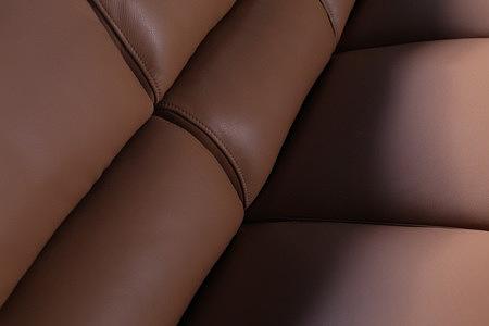 sara2 detal skórzany w sofie