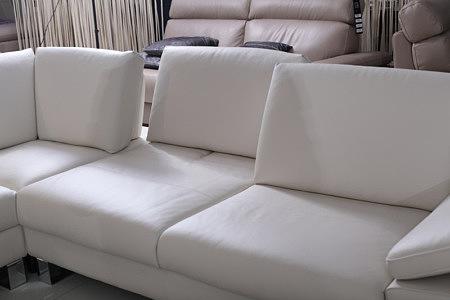 skórzana sofa z regulowanym oparciem