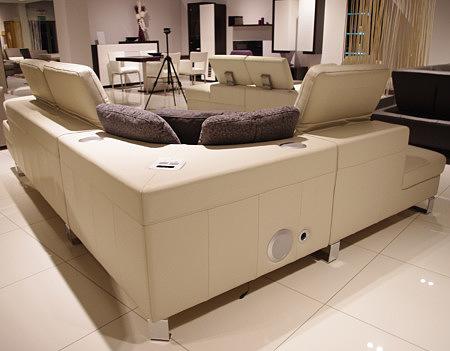 sofa skórzana z systemem audio