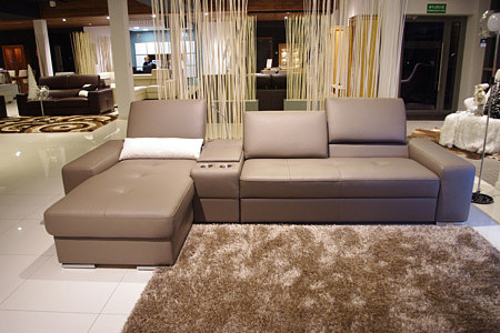 sofa z ruchomymi zagłówkami