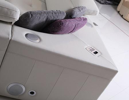 sofa z systememe audio głośniki