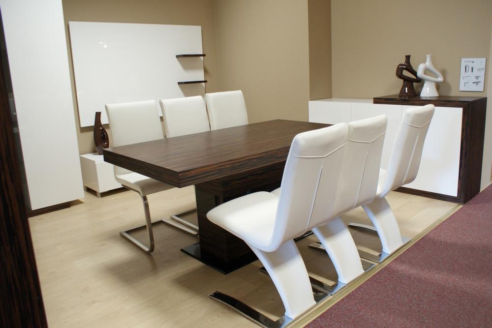 Tau Stół Do Salonu Okleina Dębowa Ciemna Białe Krzesła Tc