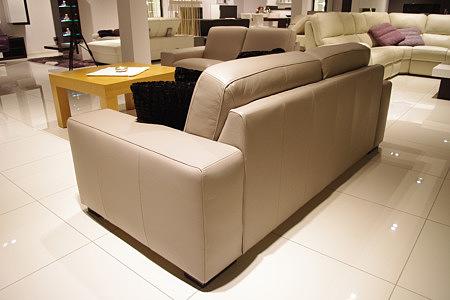 Vesta sofa ze skóry do nowoczesnego salonu
