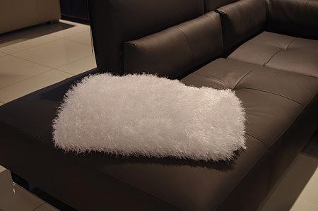 Włochaty biały koc z polaru