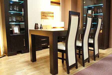 barcelona stół dębowy krzesła skórzane białe