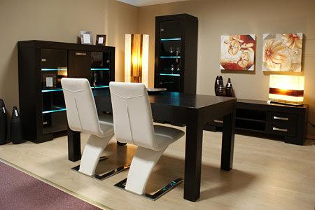 barcelona stół dębowy okleinowany białe krzesła skórzane
