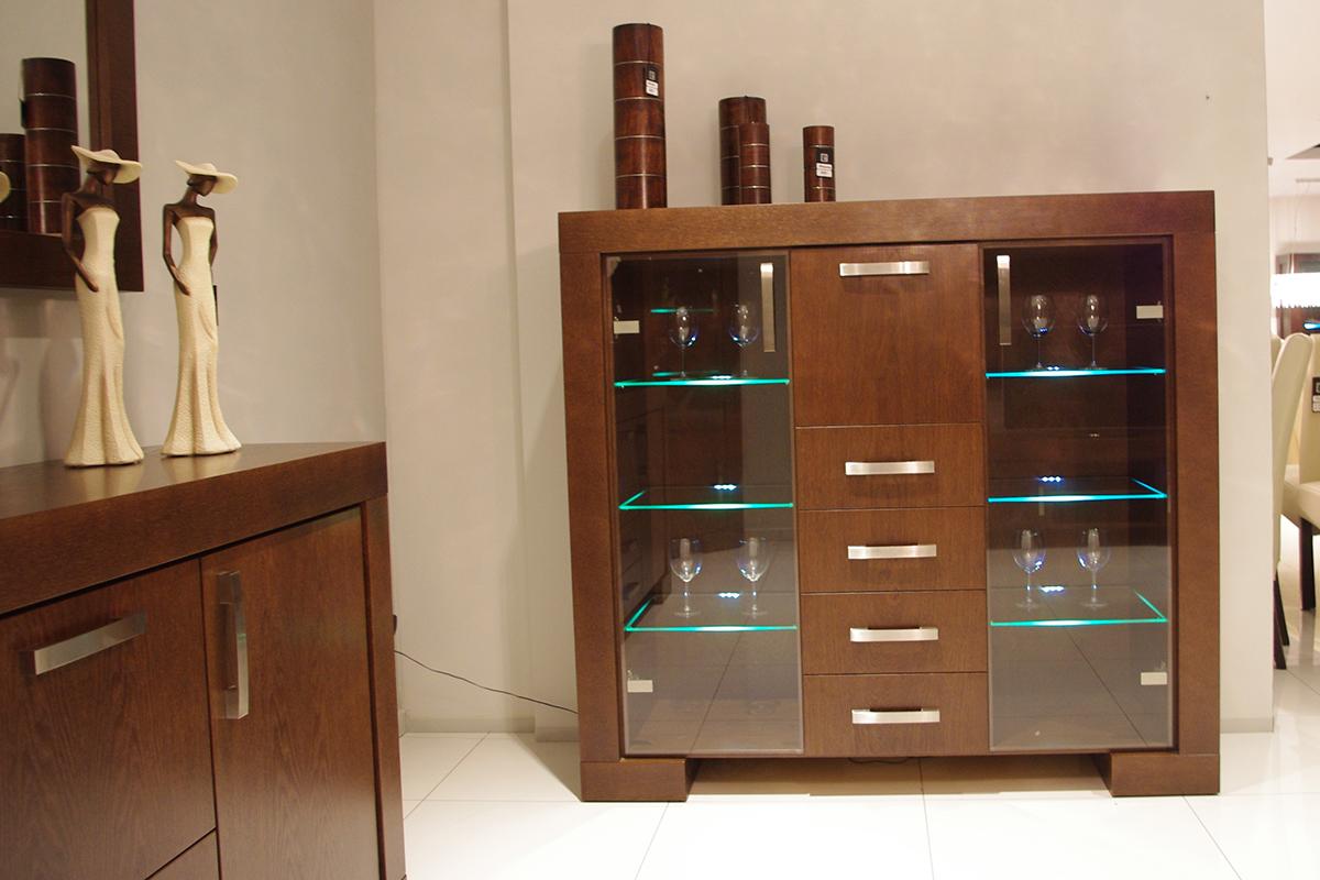 barcelona witryna komoda ze szklanymi drzwiczkami poświetlona ledami