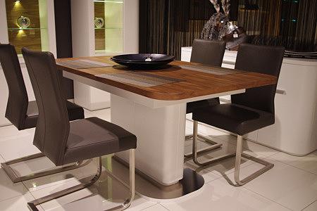 Delta biały stół z bukowym blatem krzesła skórzane metalowe płozy